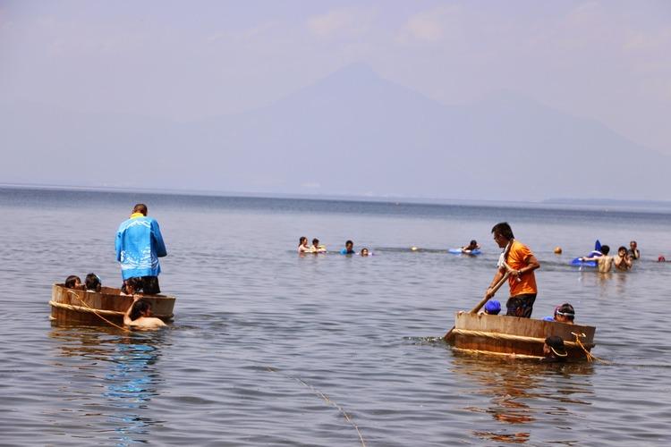 湖まつりでのたらい舟
